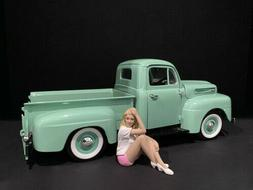 CAR GIRL IN TEE MADEE FIGURINE FOR 1/18 SCALE MODELS BY AMER