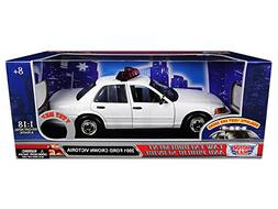 Motormax 73991 2001 Ford Crown Victoria Police Car Plain Whi