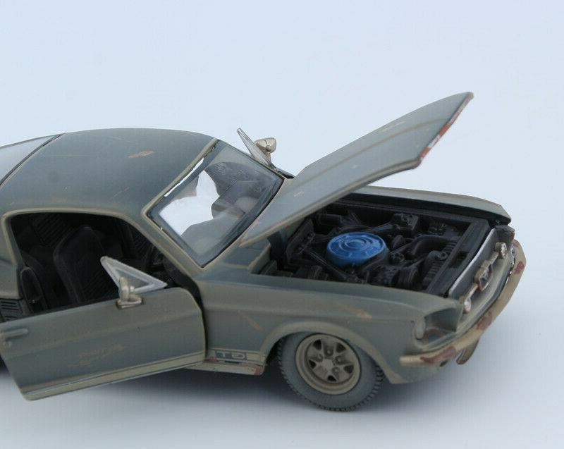 Maisto 1:24 Scale Diecast Alloy Model FRIENDS MUSTANG